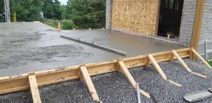 Picture of a concrete hand screed